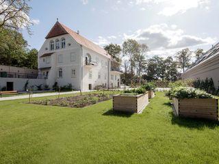 destilat Design Studio GmbH Front yard