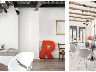 110. DWELLING WITH FLOATING STAIRS Abrils Studio Pasillos, vestíbulos y escaleras de estilo moderno