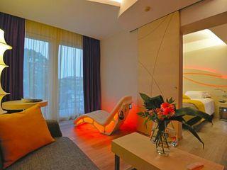 COLOR HOTEL Studio Stefano Pediconi Camera da letto moderna Rosso