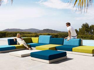 Outdoor Living Trends 2020 SPA Deluxe GmbH - Whirlpools in Senden Minimalistischer Balkon, Veranda & Terrasse