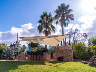 Sonnensegel über Außenküche auf Mallorca Pina GmbH - Sonnensegel Design Mediterraner Garten Beige