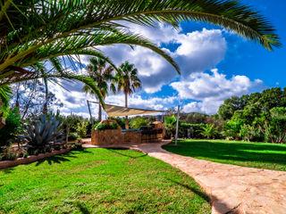 Sonnensegel über Außenküche auf Mallorca Pina GmbH - Sonnensegel Design Mediterraner Garten