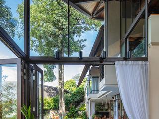 MJ Kanny Architect Salones de estilo tropical