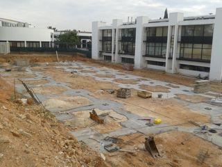 OBRA NUEVA: Edificio de Oficinas y laboratorios para centro de desarrollo de nuevos materiales plásticos para instituto tecnológico OCTANS AECO Casas de estilo industrial