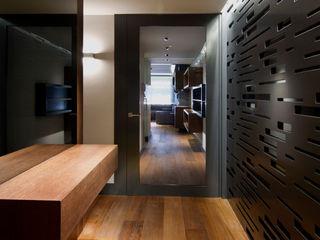 Apartamento en Sagrada Familia MANUEL TORRES DESIGN Vestíbulos, pasillos y escalerasIluminación Gris
