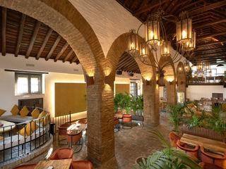 Antonio Calzado 'NEUTTRO' Diseño Interior Rustic style dining room Sandstone Amber/Gold