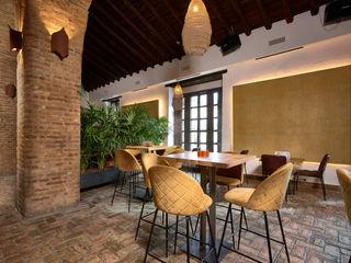 Antonio Calzado 'NEUTTRO' Diseño Interior Rustic style dining room Sandstone Yellow