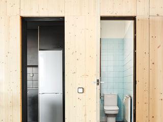 Vallribera Arquitectes Kleine Küche Holz Holznachbildung