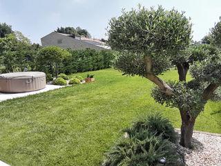 Giardino privato con stile moderno - formale Mattia Boldrin Garden Design Giardino anteriore