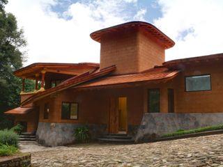 TR arquitectos Modern Houses Bricks Brown