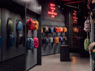 CATBAG concept store of urban backpacks in Barcelona Studioapart Interior & Product design Barcelona Negozi & Locali commerciali in stile minimalista Ferro / Acciaio Grigio