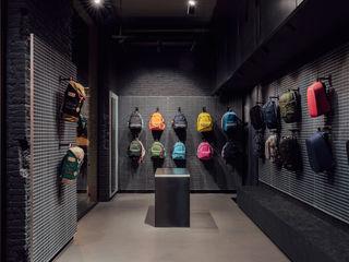 CATBAG concept store of urban backpacks in Barcelona Studioapart Interior & Product design Barcelona Negozi & Locali commerciali in stile minimalista PVC Grigio