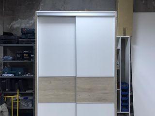 Fabricación de vestidor cerrado con puerta corredera Fendy Design DormitoriosArmarios y cómodas