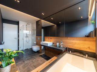Wood and Slate Vivante Moderne Badezimmer Grau