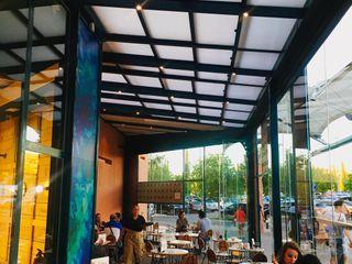 Terraza para bar La Martinez Kauma Gastronomía de estilo industrial