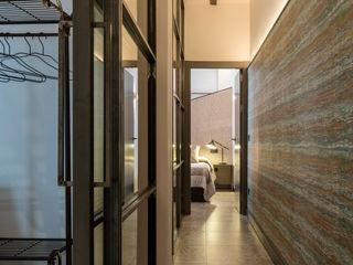 Antonio Calzado 'NEUTTRO' Diseño Interior Industrial style corridor, hallway and stairs Iron/Steel Grey