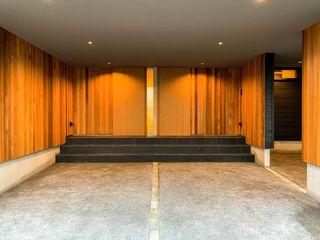 アウトサイドリビングの家 STaD(株式会社鈴木貴博建築設計事務所) オリジナルデザインの ガレージ・物置