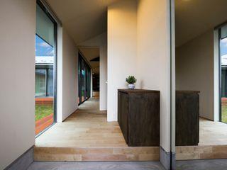 襷の家 STaD(株式会社鈴木貴博建築設計事務所) オリジナルスタイルの 玄関&廊下&階段