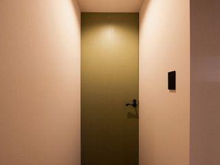藤棚の家 STaD(株式会社鈴木貴博建築設計事務所) オリジナルスタイルの 玄関&廊下&階段