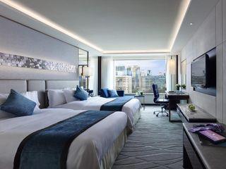 John Chan Design Ltd Гостиницы в стиле модерн Серый