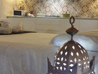 SALENTO'S HOUSE - LE ANTICHE DIMORE DI DEA - DIMORA STELLA ROSA CARBONE DESIGN Camera da letto moderna Piastrelle Bianco