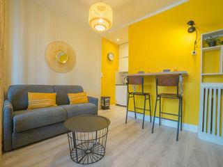 appartement de vacances MISS IN SITU Clémence JEANJAN Salon scandinave Bois Jaune
