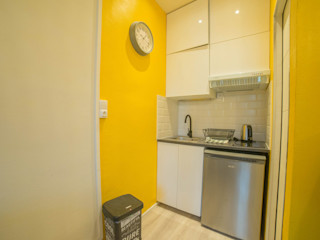 appartement de vacances MISS IN SITU Clémence JEANJAN Salon scandinave Jaune