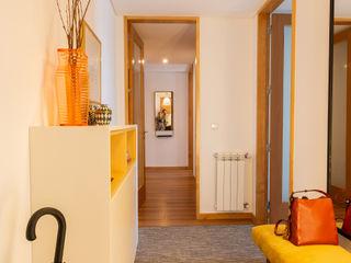ShiStudio Interior Design Scandinavian style corridor, hallway& stairs