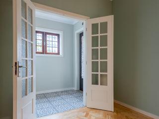 ShiStudio Interior Design Classic style corridor, hallway and stairs