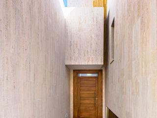 OOIIO Arquitectura Парадні двері Дерево Коричневий
