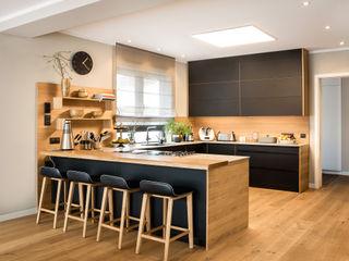 CONSCIOUS DESIGN - INTERIORS 置入式廚房 木頭 Black