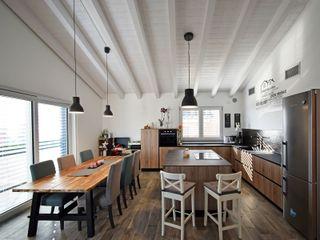 Villa classica in legno a Givoletto (TO) Marlegno Sala da pranzo in stile classico Legno Bianco