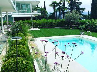 Giardino Moderno Gardone Riviera CSC CASERTA GIARDINI Giardino anteriore