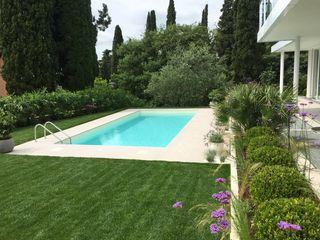 Giardino Moderno Gardone Riviera CSC CASERTA GIARDINI Piscina in stile mediterraneo