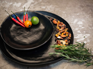Deborah Garth Interior Design International (Pty)Ltd 廚房餐具、陶器與玻璃製品 陶器 Black