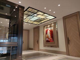 Plafond ON/ME light ON-ME Couloir, entrée, escaliers minimalistes Fer / Acier Ambre/Or