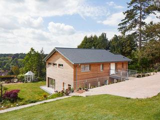 House Crowley: a Compact eco Home Baufritz (UK) Ltd. Casas de estilo rural