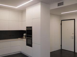 Appartamento Total White Studio di Architettura IATTONI Ingresso, Corridoio & Scale in stile minimalista Bianco