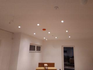 DSHP Gebäudeautomation und Energie GmbH Modern living room Wood