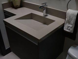 Toren Cocinas Modern style bathrooms