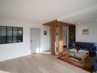 Agence ADI-HOME Ruang Makan Modern Kayu Wood effect
