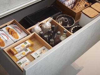 Puristische Inselküche von next125 Spitzhüttl Home Company KücheBesteck, Geschirr und Gläser