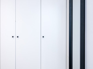 08023 Architects Modern style dressing rooms White