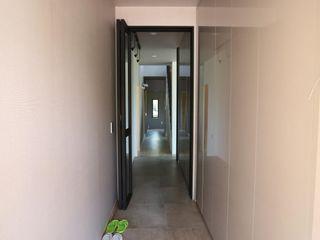 위드하임 Withheim 現代風玄關、走廊與階梯