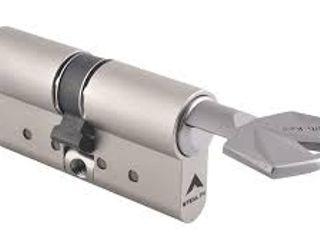 KEY SYSTEM CERRAJEROS 窗戶與門門 鐵/鋼 Metallic/Silver