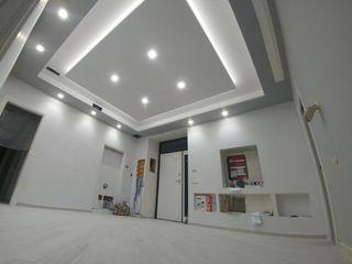 CASA PRIVATA - VILLA LUIGI CASELLA Ingresso, Corridoio & Scale in stile moderno