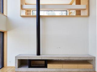 CM House Atelier d'Arquitetura Lopes da Costa Ruang Keluarga Modern