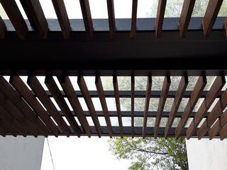 Merkalum Balkon, Beranda & Teras Modern Kaca Wood effect