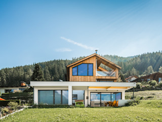 S.N.O.W. Planungs und Projektmanagement GmbH Single family home Wood