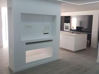 O. R. Group Moderne Wohnzimmer